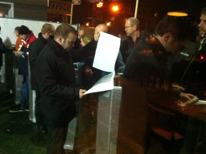 Een informatieavond in Heesch over de komst van een asielzoekerscentrum.