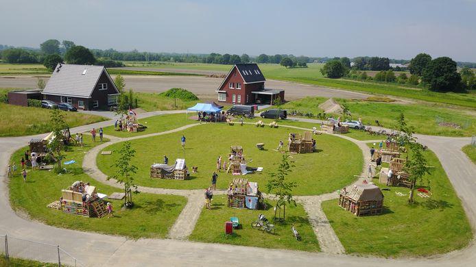 Zo'n 80 kinderen zorgden dit weekend voor tijdelijke nieuwbouw met het timmerdorp in de Beverakkers in Biest-Houtakker.