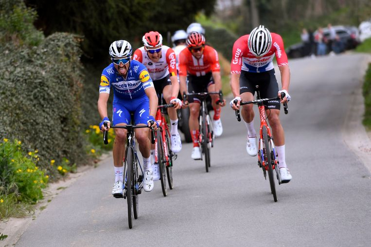 Julian Alaphilippe, Tim Wellens, Michael Matthews en Mathieu van der Poel in de finale van de Brabantse Pijl. De meeste ploegen in het profpeloton gebruiken inmiddels ketonen. Beeld Photo News