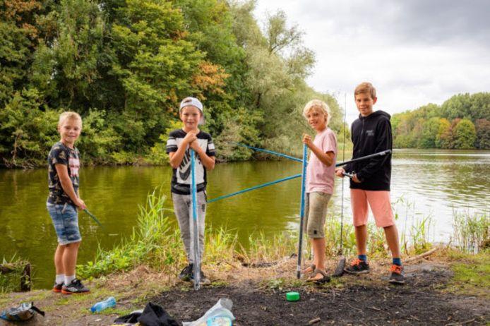 Volgens Erik Averdijk van HSV Raalte wordt vissen steeds populairder onder kinderen. ,,Ik zie het laatste jaar steeds meer vissende mensen, ook jeugd.''
