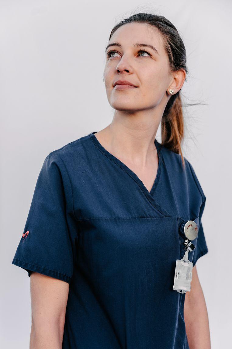 Kyra, verpleegkundige Intensieve Zorg in het AZ Alma Eeklo. Beeld Damon De Backer