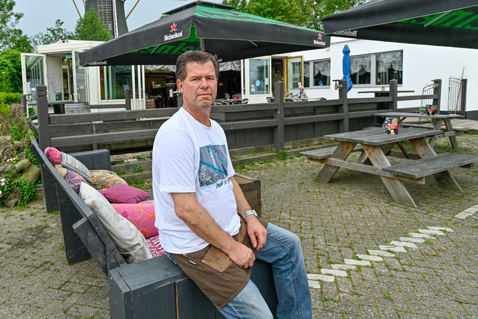 Patrick 't Lam heeft eetcafé-bowlinghut De Praeter in Nieuw-Vossemeer overgenomen.