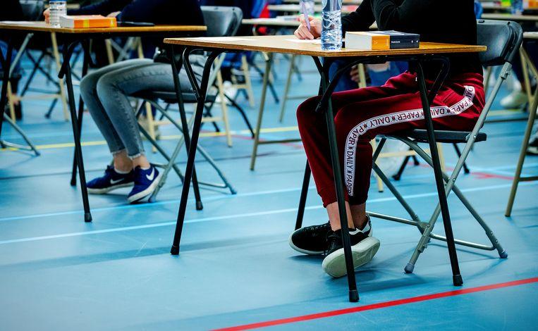 Leerlingen van middelbare school Walewyc mavo tijdens het eindexamen biologie.  Beeld Hollandse Hoogte /  ANP