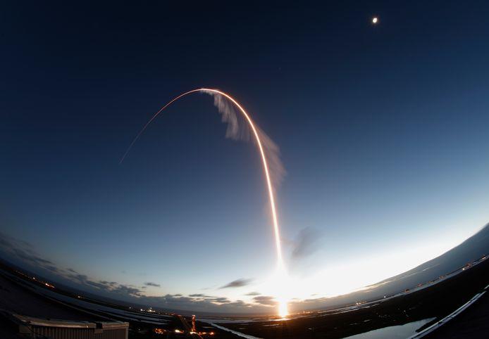 De bedoeling is dat de capsule binnen afzienbare tijd astronauten van en naar het ruimtestation vervoert.