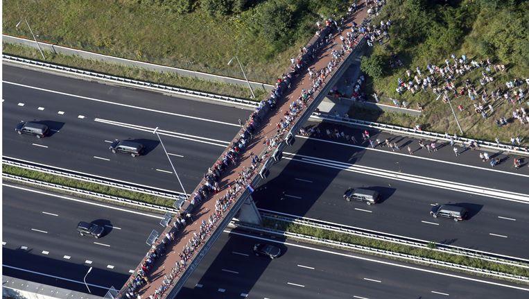 De stoet lijkwagens rijdt van Eindhoven naar Hilversum Beeld anp