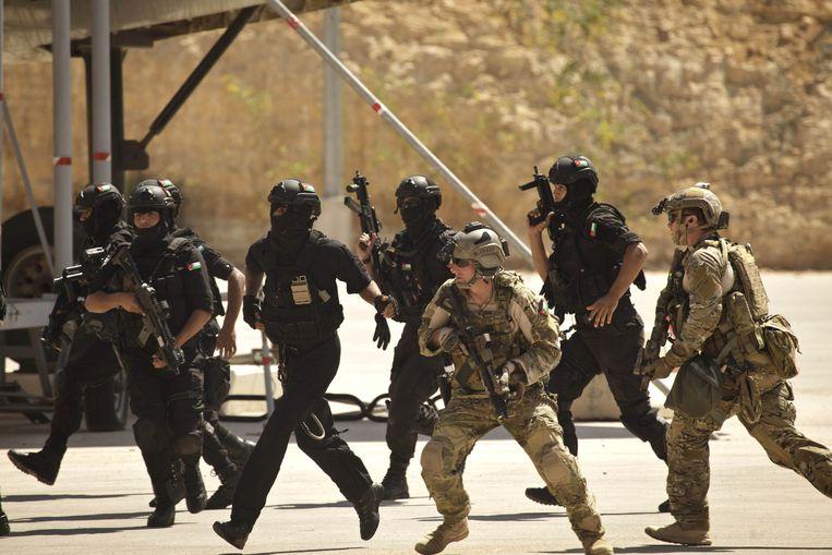 Amerikaanse Special Forces voeren samen met Jordaanse soldaten een oefening uit in Amman, Jordanië. Beeld AP