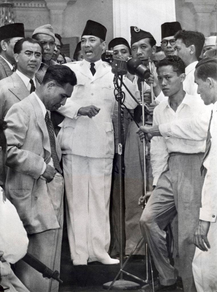 Soekarno meldt de 'soevereiniteitsoverdracht' in december 1949. Beeld Hollandse Hoogte / Spaarnestad P