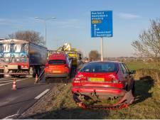 Drie auto's betrokken bij ongeval op  N201 bij Loenersloot