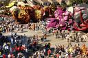 Bloemencorso 2019. Op corsomaandag staan alle wagens opgesteld op het Veiligterrein. Duizenden mensen komen de creaties bewonderen.