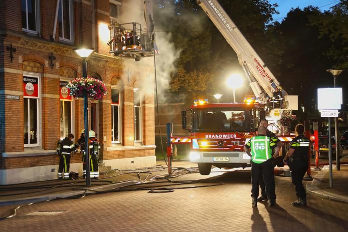 Een grote brand bij het makelaarskantoor in Oss.