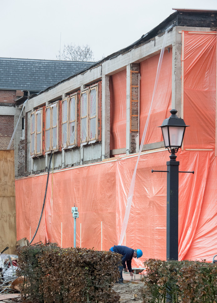 De renovatie van het gemeentehuis in Putten wordt uitgevoerd door bouwbedrijven Van Norel en BAM.