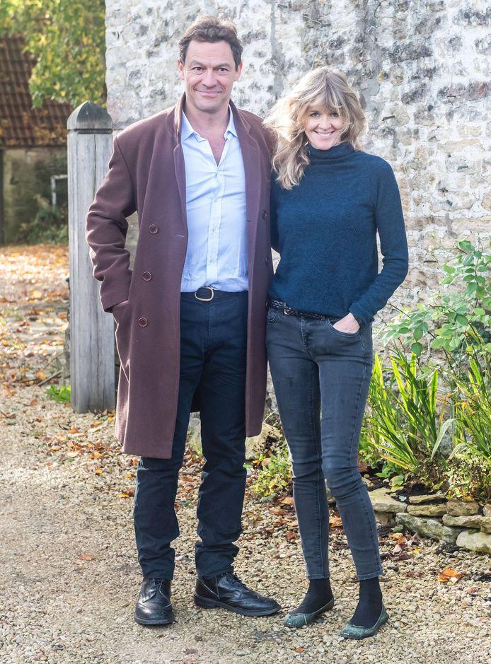 Dominic West en zijn echtgenote Catherine FitzGerald poseerden samen vlak nadat de foto's van z'n affaire met Lily West uitlekten.