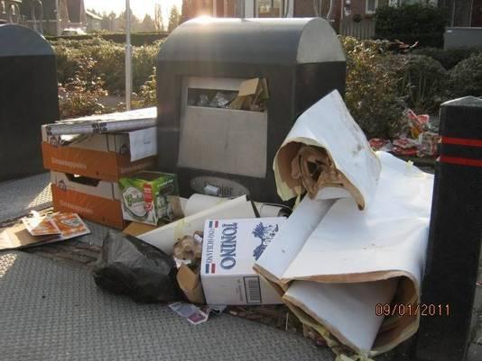 Al in 2011 klaagde Athur Zilvold over overvolle en rommelige containers bij het mielieupark aan de Spalstraat in Hengelo. Door het nieuwe afvalbeleid is dit nog erger geworden, zei hij.