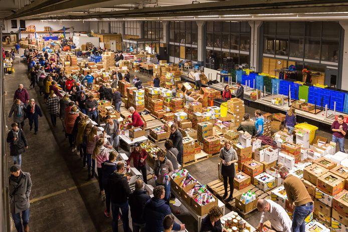 De jaarlijkse kerstpakkettenactie in Zwolle is met dik 2500 dozen een groot succes. Maar ook in de zomer is behoefte aan iets extra's.