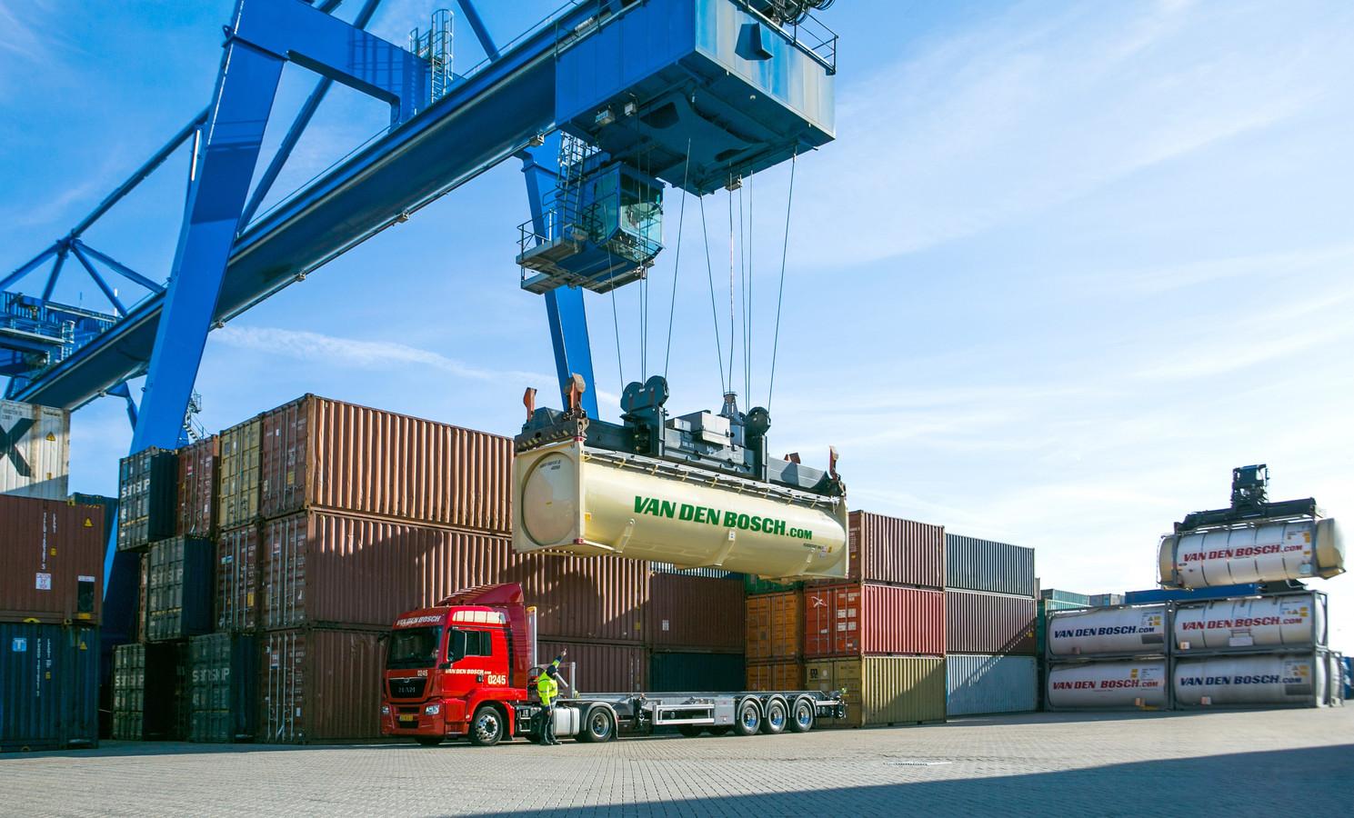 Van den Bosch uit Erp is gespecialiseerd in het transport van bulkgoederen.