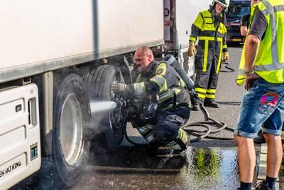 Rokende vrachtwagenrem zorgt voor file op A27 bij Raamsdonkveer