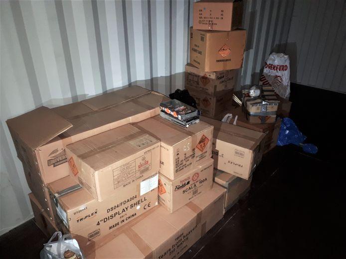 Veel vuurwerk van de Nieuwegeiner lag opgeslagen in een container.