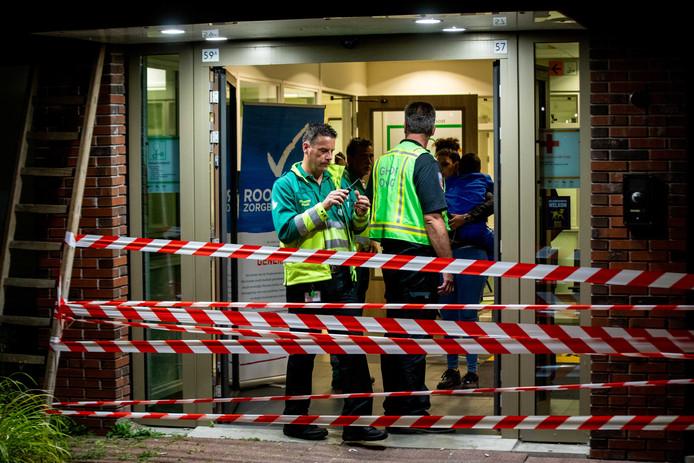 Nadat een patiënt met mogelijk ebola eerder dit jaar de huisartsenpost bij het Maasstad Ziekenhuis binnenliep, moesten partijen al samenwerken. Nu oefenen ze op wat te doen bij een wereldwijde epidemie.
