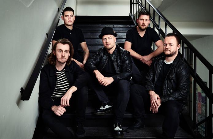 Marco Roeloefs (midden) en zijn nieuwe band STAVAST.