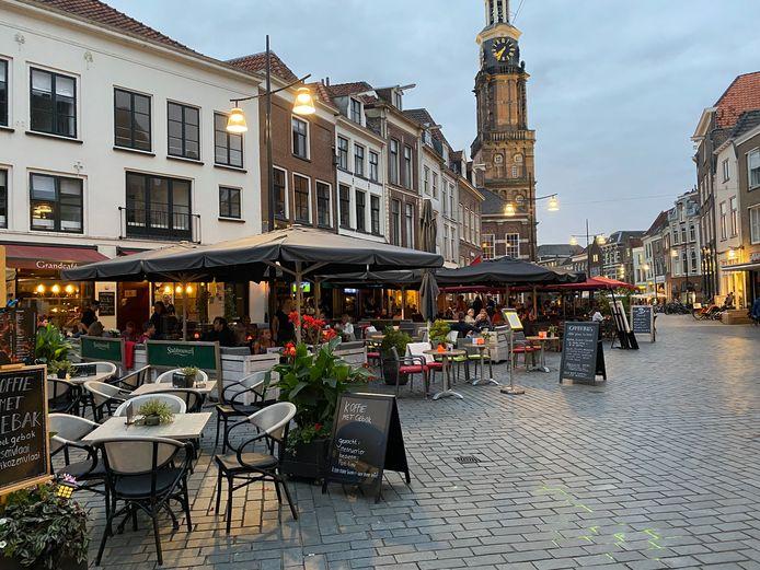 Terrassen op de Houtmarkt in hartje Zutphen.