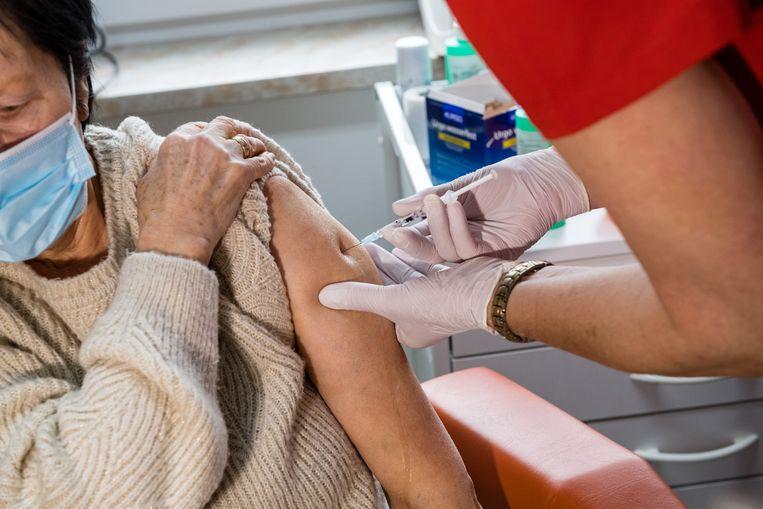 Een inenting met het AstraZeneca-vaccin in Dippoldiswalde. Beeld Getty Images