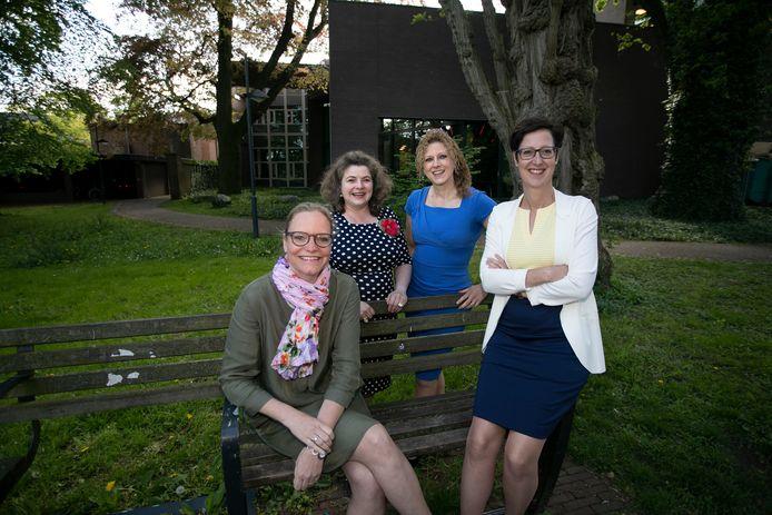 Wethouders Anke van Extel-van Katwijk, Wilmie Steeghs, Inge van Dijk en Miranda de Ruiter-van Hoof (vlnr) bij hun aantreden. Laatstgenoemde besloot in mei te stoppen.