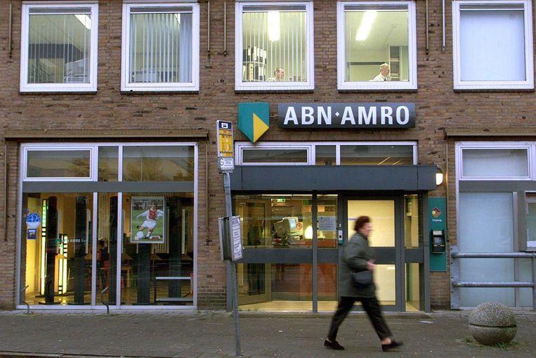 Een bankfiliaal van ABN Amro. Mede omdat banken veel filialen sluiten, kunnen ondernemers in het midden- en kleinbedrijf minder bij hen terecht. Beeld ANP