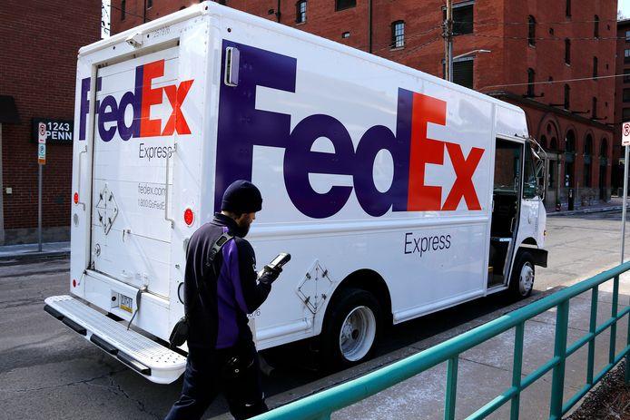 Bij pakketbezorger Fedex zijn bij een schietpartij vier doden en meerdere gewonden gevallen.
