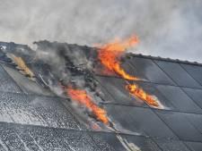 Uitslaande woningbrand in Waalre tussen zonnepanelen