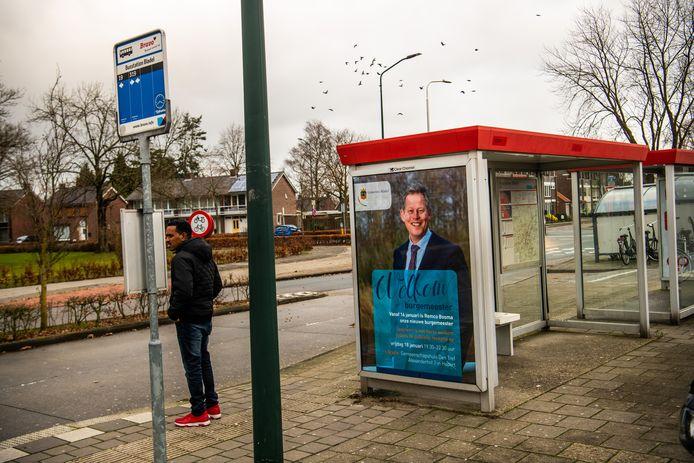 Remco Bosma, de nieuwe burgemeester, op een poster in een bushokje.