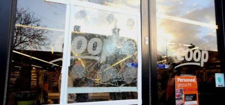Auto's en winkelruit stuk: veel vernielingen in Helvoirt
