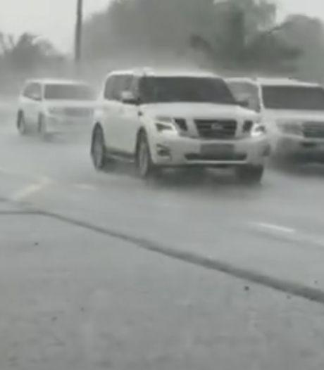 """Dubaï fabrique sa propre """"fausse pluie"""" pour lutter contre la chaleur"""