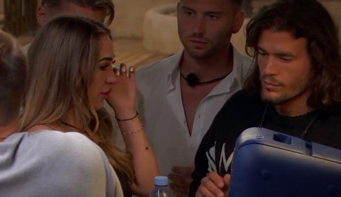 'Temptation Island: Love or Leave': Aylin wordt getroost door Fatih.