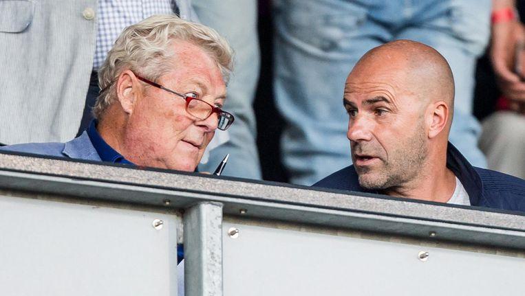 Analist Tonny Bruins Slot links naast Ajax-trainer Peter Bosz. Beeld Pro Shots