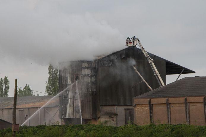 De eerste brand, op 13 april 2017, veroorzaakte enorme schade op het bedrijf.