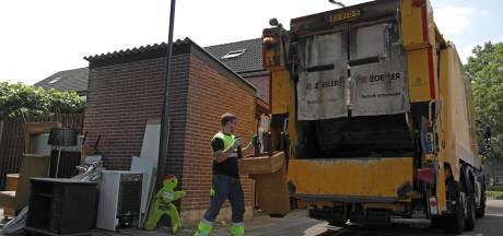 Medewerkers afvaldienst houden handen vol werk door de troep die we met zijn allen weggooien