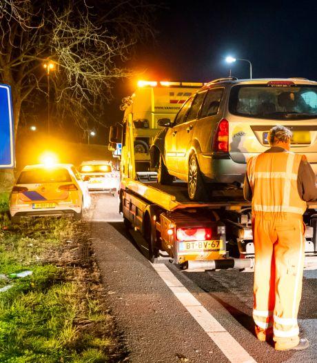 Automobilist raakt van de weg op A59 bij Hooipolder en neemt de benen