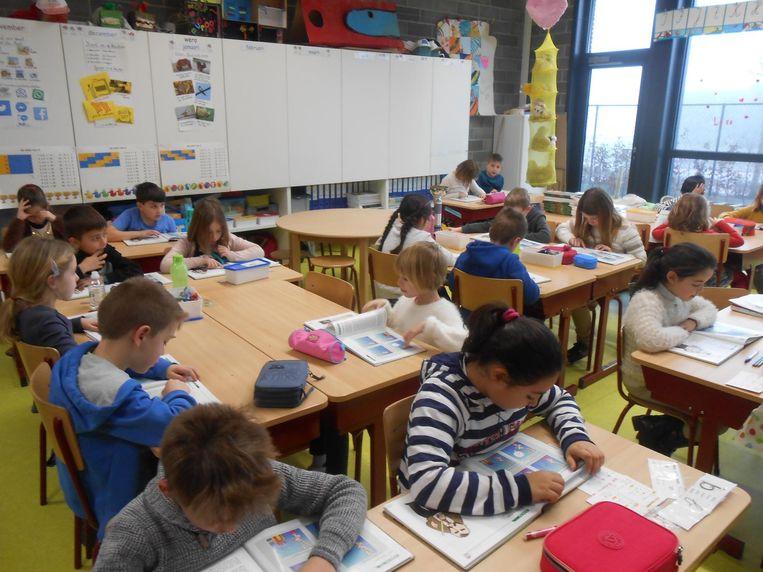 De leerlingen van basisschool Spoele lezen symbolisch de wereld rond.