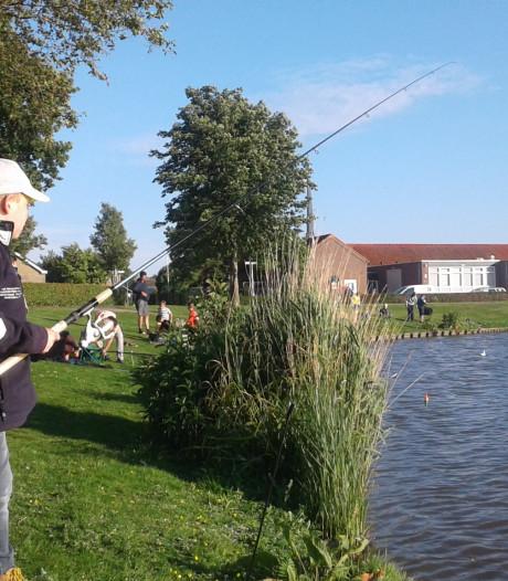 Arne Koppert wint met vijf vissen hengelsportwedstrijd voor de jeugd