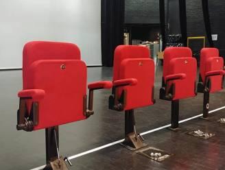 Haal een stukje theater in huis: CC Aartselaar verkoopt oude tribunestoelen