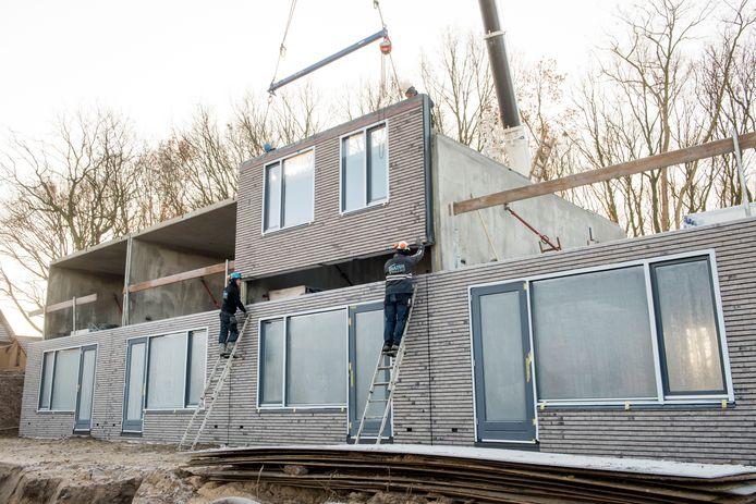 De bouw van prefabwoningen van Slokker Innovate. Dit is een project in Ermelo. Deze woningen zijn inmiddels opgeleverd.