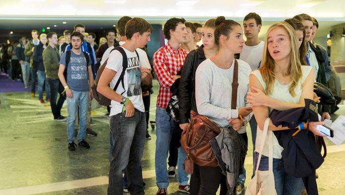 Aankomende studenten van de Erasmus Universiteit Rotterdam maken kennis met elkaar en de universiteit. Foto ter illustratie.