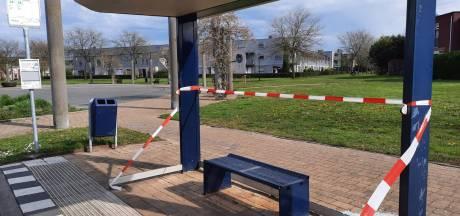En wéér gaan bushokjes aan gruzelementen in Apeldoorn: 'Haal dat hele hokje maar weg'