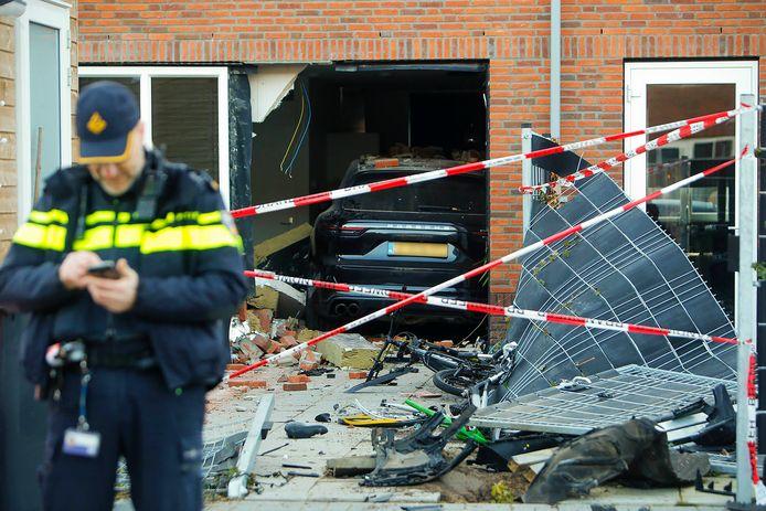Toen hij zijn partner met een andere man betrapte, reed een Eindhovenaar in maart dit jaar  zijn Porsche pardoes haar woning binnen.