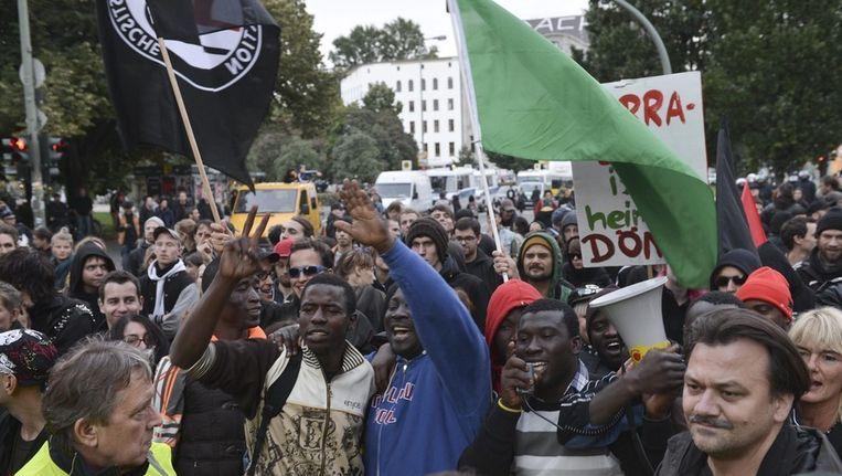 Deelnemers aan een demonstratie in Berlijn, gisteren, aan de vooravond van de verkiezingen. Beeld EPA