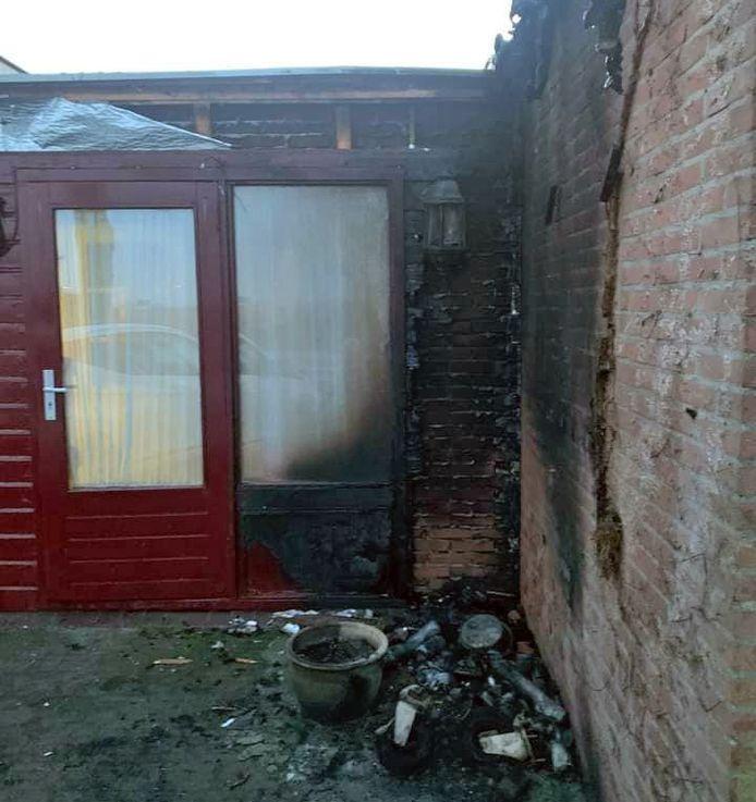 Rookmelders redden bewoners in Hank het leven nadat in een bijgebouw brand ontstond.
