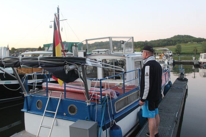 De man op de foto, eveneens een Duitse toerist, snelde meteen ter hulp en haalde de vrouw uit het water.