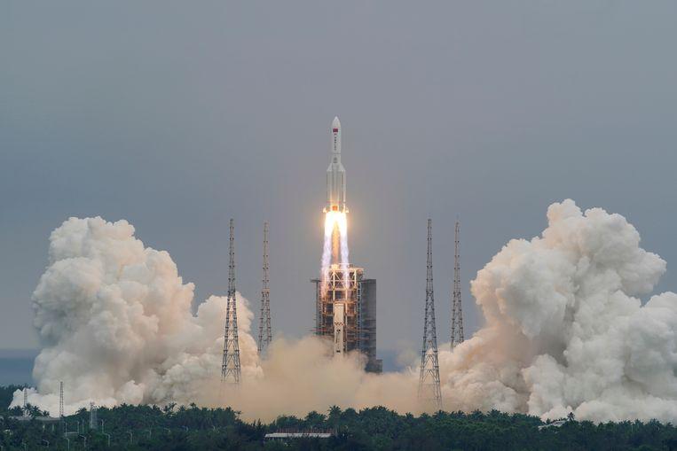 De lancering van de Long March 5B-raket, ruim een week geleden in Hainan. Beeld via Reuters