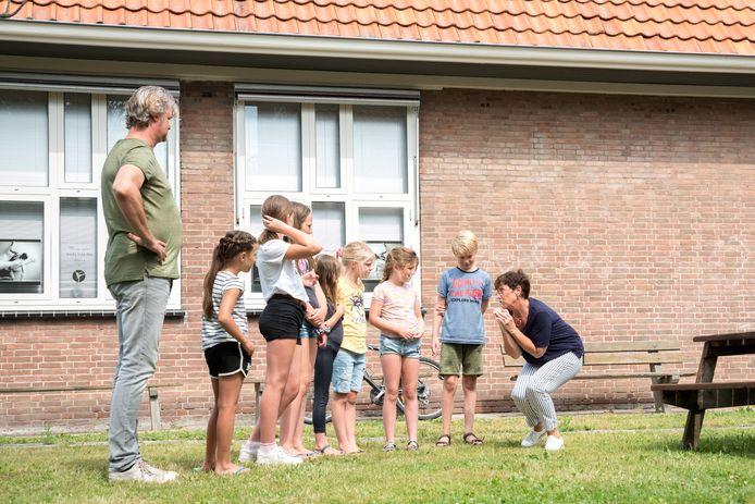 Tijdens de theaterworkshop voor kinderen vorig jaar werden er ook in de tuin bij Cultuurhuis ZierikC speloefeningen gedaan.