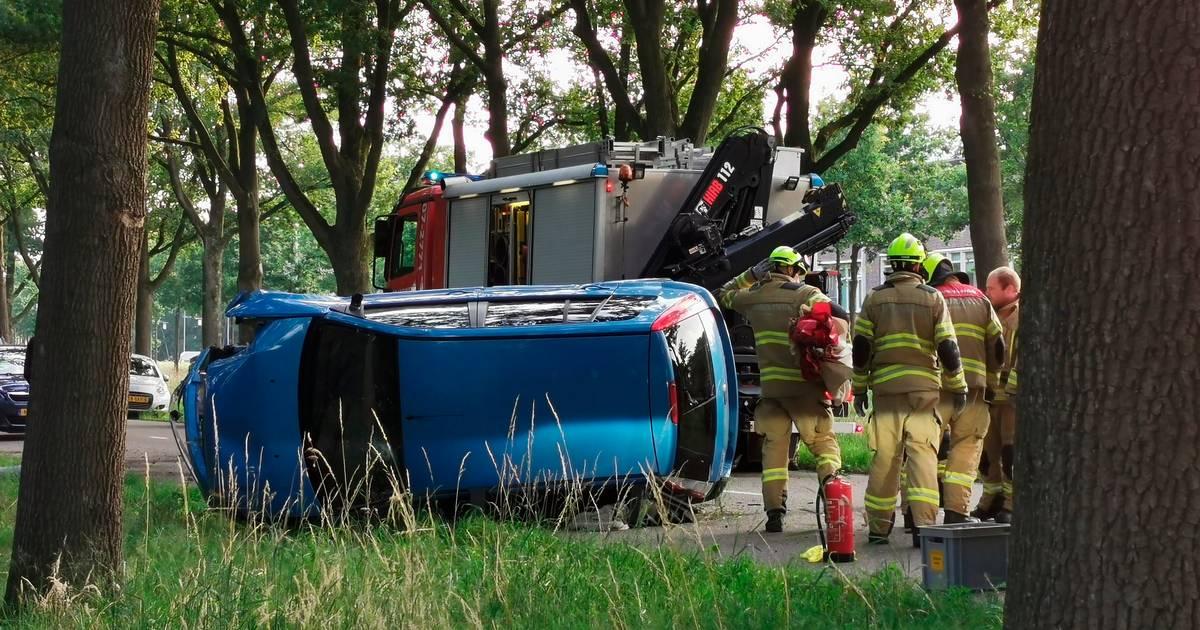 Automobilist zwaargewond bij eenzijdig ongeluk in Ede.